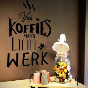 Muursticker Vele koffies maken licht werk
